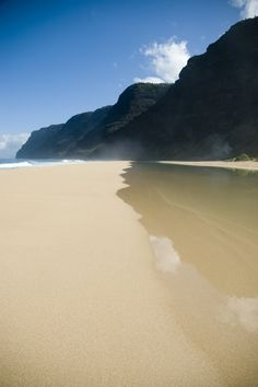 Polihale Beach in west Kauai, Hawaii. A great big beach but dangerous to swim. It's beautiful! Oh The Places You'll Go, Places To Travel, Places To Visit, Dream Vacations, Vacation Spots, Voyage Hawaii, Paradis Tropical, Amazing Nature Photos, Photos Voyages