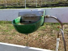 Automatic waterer or bucket?  Pros and cons of both!  http://www.proequinegrooms.com/index.php/tips/barn-management/automatic-horse-waterer-or-old-fashioned-bucket/