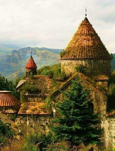 Sanahin Monastery, 10th century, Lori province - Armenia Armenian History, Armenian Culture, Armenian Food, Beautiful Places To Visit, Places To See, Armenian Military, Sacred Architecture, The Beautiful Country, Place Of Worship