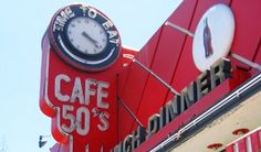 1950's coke decor - Google Search Cafe 50s, 1950s Diner, Coke, Vintage Signs, Radios, Coca Cola, Photo Shoot, Addiction, Collections