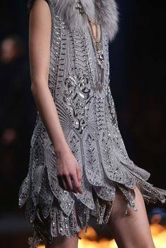 Roberto Cavalli, Grey Fashion, High Fashion, Fashion Show, Fashion Fashion, Fashion Models, Couture Details, Fashion Details, Fashion Design