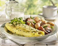 The Perfect Omelet with Watercress and Roasted Mushrooms - 7 Light Meal Ideas from Tyler Florence - Shape Magazine Roasted Mushrooms, Stuffed Mushrooms, Tyler Florence Recipes, Light Summer Meals, Daily Meals, Light Recipes, Food Network Recipes, Breakfast Recipes, Breakfast Dishes