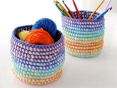 Caixinhas e cestinhas sempre são muito bem vindas. Quando bonitinhas, são ótimos objetos de decoração, além de muito úteis na organização, é claro. São óti