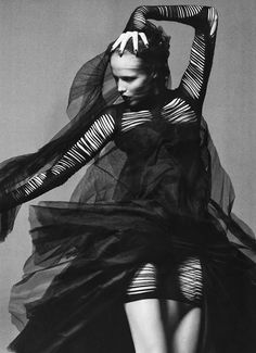 ☫ A Veiled Tale ☫ wedding, artistic and couture veil inspiration - Natasha Poly in Gareth Pugh & Alexander McQueen Beauty And Fashion, Dark Fashion, High Fashion, Latex Fashion, Gothic Fashion, Natasha Poly, Alexander Mcqueen, Foto Fashion, Fashion Art