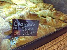 Los croissantes franceses: Desayunar en terassa, con el sol y un cafe! Seguramente en inicio de un buen dia!