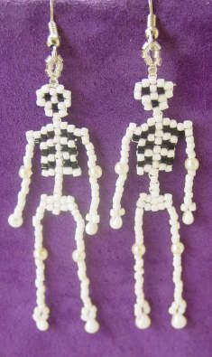 Beaded Halloween Skeleton earrings. #beading #craft #cbloggers #jewelry #Halloween