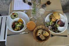 A TESTER > HOBBES, 31 avenue Simon Bolivar - 19ème. Restaurant Végé, Healthy but Yummy, également brunch, burgers etc... Tout fait maison
