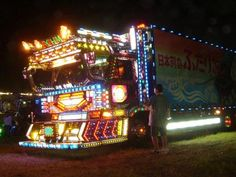 DecoTora ; Japanese decorated truck -via flickr