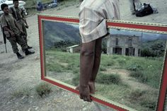 Excellent Street Photography by Alex Webb of Magnum Photos Street Photography Tips, Framing Photography, Steve Mccurry, Magnum Photos, Magritte, Alex Webb, Photographer Portfolio, Photography Tips For Beginners, Wow Art
