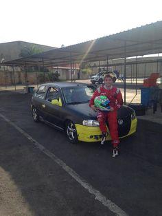 Piloto participa de testes com VW Gol no ECPA Marcelo Vianna já começou sua preparação para a temporada 2015. No Esporte Clube Piracicabano de Automobilismo (ECPA), o piloto de 16 anos acelerou pela primeira vez, na semana passada, um carro de Turismo de olho no Endurance de Piracicaba, prova de longa duração que será realizada …