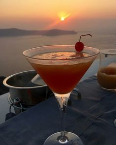 Drinking a cocktail while watching Santorini's sunset. The perfect combination #kaparinaturalresort #santorini #imerovigli #greece #vacation #luxury #holiday #boutique #boutiquehotel #relaxation