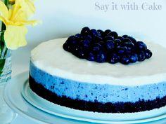 White Chocolate Blueberry Cheesecake - Two Divas on Fan Favorite Recipes Blueberry Cheesecake, Chocolate Cheesecake, Cheesecake Recipes, Cheesecake Cupcakes, Cheesecake Bars, Mini Cupcakes, Köstliche Desserts, Delicious Desserts, Dessert Recipes