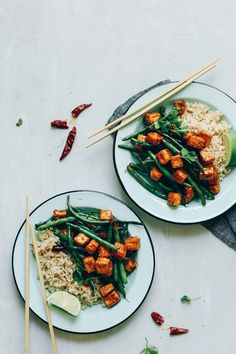 Two bowls of Almond Butter Tofu Stir-Fry with rice for a gluten-free vegan meal Baker Recipes, Tofu Recipes, Vegetarian Recipes, Dinner Recipes, Cooking Recipes, Healthy Recipes, Free Recipes, Tofu Stir Fry, Baked Tofu
