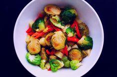 Теплый салат с брюссельской капустой и горчично-медовой заправкой