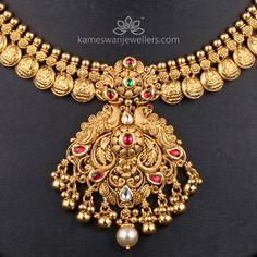 Kundan Kasu Klassic – New Ideas – krithika Alva – Jewelry Real Gold Jewelry, Gold Jewelry Simple, Gold Jewellery Design, Handmade Jewellery, Indian Jewelry, Simple Necklace, Earrings Handmade, Short Necklace, Antique Jewellery