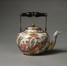 Teapot; porcelain  Sèvres, 1778  The David Collection - French Ceramics