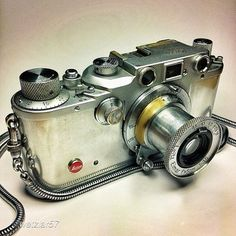 I love the styling of this camera.  Reminds me of an Argus my dad had, which tucked into a beautiful leather case.  Has a lovely steampunk feel, in a way.  Oooh... steampunk journalist outfit? ~DMdL