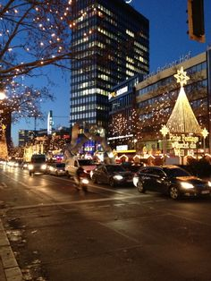 The luxurios shopping boulevard. And in the winter months with really beautiful christmas decoration. Yes, yes!! My Berlin!!