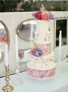 Romantic Hand Painted Wedding Cake | See the most beautiful painted wedding cakes: http://www.xaazablog.com/painted-wedding-cakes/ #weddingspecials #weddingdeals #weddingcakes #handpainted #artisticweddingcakes