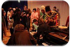 Em seu primeiro encontro do ano, Os Vagabundos improvisam músicas do repertório e dedicam um momento especial do show ao grande compositor e intérprete CAZUZA.