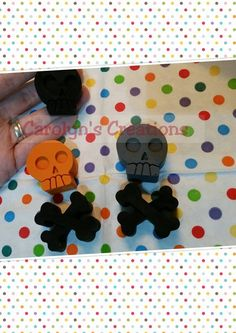 Skull and Crossbone crayons: Available in 24 different colours £1 for 1 skull and 1 crossbone + postage https://www.facebook.com/carolynscreations88/photos/a.689943791091277.1073741829.621686804583643/715683338517322/?type=3&theater
