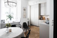 Liefde voor de Koushi lamp in een elegant appartement - Roomed | roomed.nl