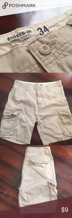 Men's cargo shorts Excellent condition cargo shorts classic length, Old Navy Favorite Khakis, 34 waist Shorts Cargo