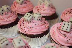 Cupcake using sugar cubes… so cute for a game night