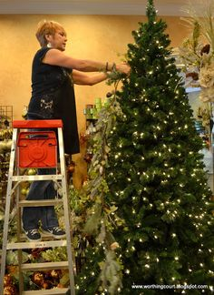 How To: Step-By-Step Designer's Christmas Tree Decorating - Worthing Court