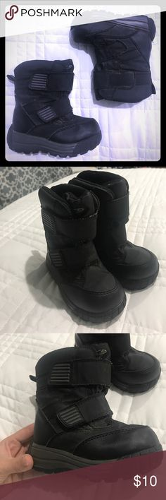 Black Toddler Size 8 Lined Snow Boots Gently used, overall in good condition; no stains, holes or rips, just need a cleaning. Good tread on bottom of soles. Double velcro closures to insure a snug fit. All of my items come from a clean, smoke-free home! Please look over all the photos and let me know if you have any questions! Also, check out my other listings, will combine shipping! Shoes Rain & Snow Boots