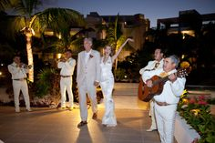 Destination weddings, Mexico Weddings, Aida Krgin Weddings, La Amada Mexico weddings, wedding flowers, Bridal bouquets, Anthropology accessories, Grooms, Kiss the Groom