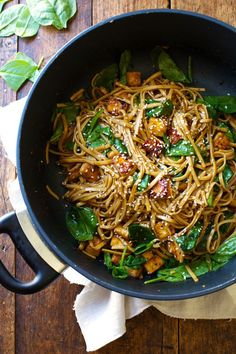 Black Pepper Stir Fried Noodles - this simple 30 minute stir fry is packed with AMAZING flavor! | pinchofyum.com: