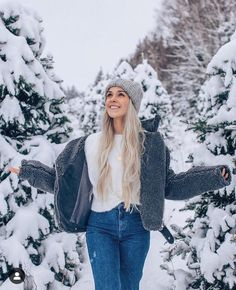 30 Adorable Winter Outfits With Beanies - - How cute is this winter outfit with that beanie! Informationen zu 30 Adorable Winter Outfits With B - Beanie Outfit, Slouchy Beanie, Winter Senior Pictures, Winter Pictures, Outfits Casual, Cute Outfits, Fashion Outfits, Fashion Ideas, Winter Photography