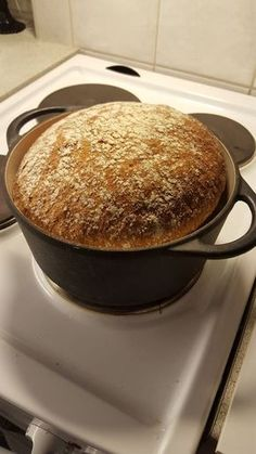 pataleipä - MUMMOBLOGI | Lily.fi My Favorite Food, Favorite Recipes, No Salt Recipes, Tasty, Yummy Food, Food Gifts, Bread Baking, Food Inspiration, Food And Drink