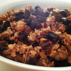 Paleo Granola via LivinPaleo 1 & cups mixed nuts cup shredded coconut 2 tbsp coconut oil melted cup honey 1 tsp cinnamon tsp salt Paleo Sweets, Paleo Dessert, Healthy Snacks, Healthy Eating, Healthy Recipes, Eating Clean, Yummy Recipes, Free Recipes, Keto Recipes