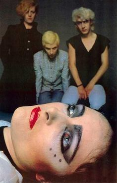 Siouxsie and The Banshees - John Mcgeogh, Steven Severin, Budge, Siouxsie Sioux.