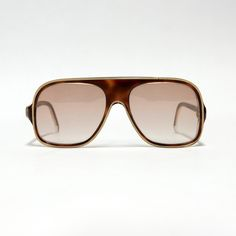 Vintage Nina Ricci aviator from the 80s, made in France, massive tortoise brown mens frame with a gold line on the front and gold logos and details on