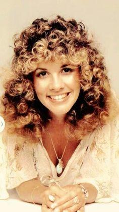 Stevie Nicks/ love the hair