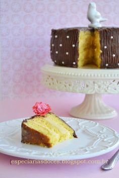 Especiarias doces: Bolo de maracujá recheado com mousse de maracujá e cobertura de chocolate