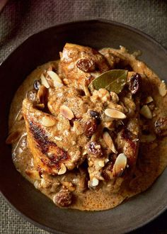 Royal chicken cooked in yoghurt by Madhur Jaffrey. This inviting recipe combines warming Indian spices with chicken, almonds and sultanas. Fried Fish Recipes, Chicken Recipes, Chicken Meals, Chicken Pasta, Healthy Chicken, Healthy Food, Madhur Jaffrey Recipes, Royal Chicken, Indian Food Recipes