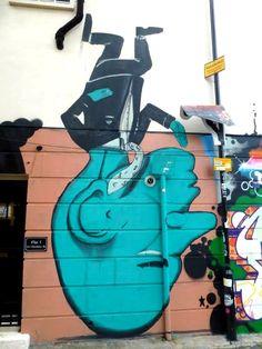 ღღ RUN, quand le monde marche sur la tête ! Bricklane, Londres - www.street-art-avenue.com