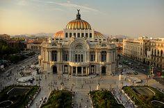 Las majestuosas formas del Palacio de Bellas Artes en #CiudadDeMexico. Opciones culturales increíbles puedes vivir en #DistritoFederal.