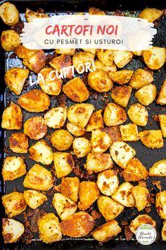 Cartofi noi la cuptor cu pesmet și usturoi. O rețetă de post, sau o garnitură excelentă, acești cartofi noi făcuți la cuptor sunt aurii, crocanți și aromați, mult mai sănătoși decât cartofii prăjiți. #retete #cartofi #lacuptor #retetesimple #mancareromaneasca Mai, Ethnic Recipes, Food, Red Peppers, Meal, Essen, Hoods, Meals, Eten