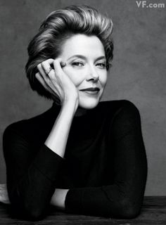 Annette Bening http://www.vanityfair.com/culture/features/2011/12/the-year-in-photos-201112#slide=9