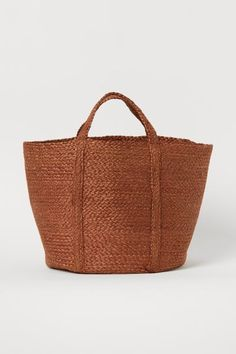 Handled storage basket - Brown - Home All | H&M GB 1 Jute, Large Storage Baskets, New Interior Design, North And South America, H&m Home, H&m Gifts, Fashion Company, Personal Style, Reusable Tote Bags
