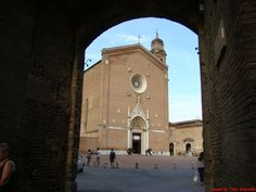 La Basilica di San Francesco - Foto di Tony Scarcella - #Siena #BasilicaDiSanFrancesco #Toscana
