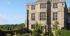 Tudor hunting lodge rescued by a Texan with far reaching views from the edge of the Cotswolds across Gloucestershire. Palazzo, English Manor Houses, Picture Postcards, National Trust, Historic Homes, Places To Visit, Mansions, Park, Architecture