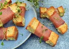 A Food, Food And Drink, Tapas Party, Tasty, Yummy Food, Picnic Foods, Lunch Snacks, Canapes, Food Plating