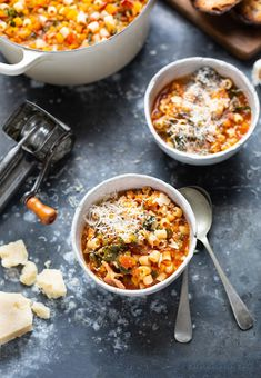 Winter minestrone soup recipe #soup #recipe Cauliflower Cheese Soups, Pesto Spinach, Butternut Soup, Onion Soup Recipes, Roasted Tomato Soup, Small Pasta, Soup Appetizers, Best Italian Recipes, Fotografia