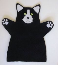 Cat Hand Puppet Black and White felt by CraftyCatLadyUK on Etsy Glove Puppets, Felt Puppets, Puppets For Kids, Felt Finger Puppets, Animal Hand Puppets, Finger Puppet Patterns, Puppet Crafts, Puppet Making, Felt Cat